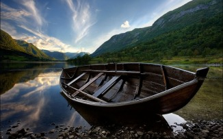 _downloadfiles_wallpapers_1280_800_wooden_boat_wallpaper_landscape_nature_1651
